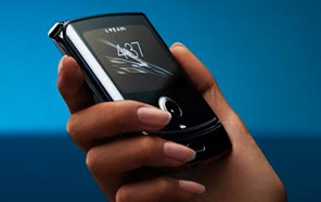 The New Motorola Razr flip phone is now official with a 6.2 inch foldable display and Snapdragon 710 Processor